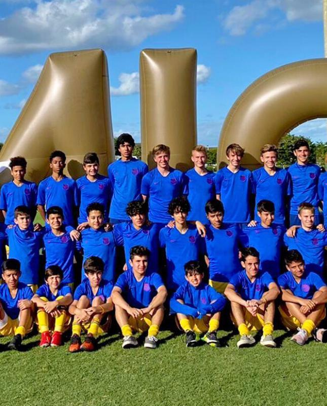 A group picture of the Barca Residency Academy U-15s and U-16s at the MIC USA Tournament
